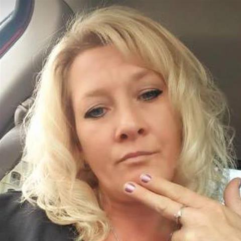 Maak een afspraakje met deze 52-jarige vrouw