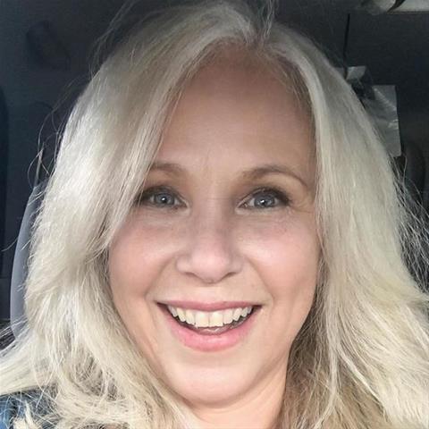 Maak een afspraakje met deze 49-jarige vrouw