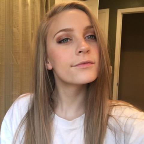 Lekkere date met deze 27-jarige jongedame